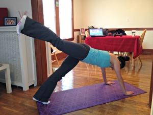 Plank Leg Kick & Knee Tuck