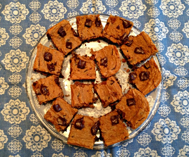 Flourless Chocolate Chip Blondie Bars2