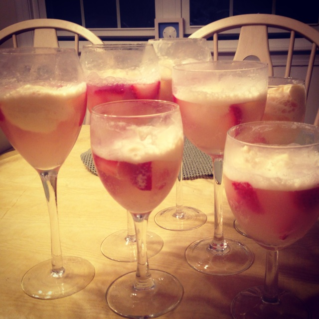 4th of July 2014: Strawberry prosecco floats